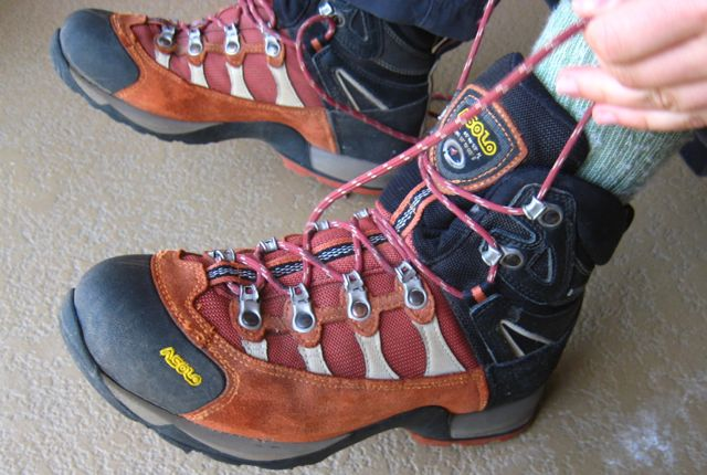 salomon ultra light hiking boots